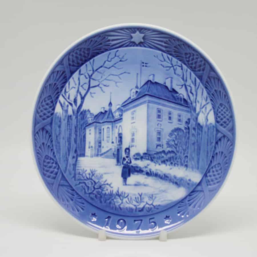 Royal Copenhagen Christmas Plates.Royal Copenhagen The Queen S Christmas Residence Christmas Plate